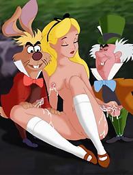 Vea cómo Alice se la follan después de la fiesta del té por dos chicos de las maravillas.